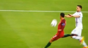 Cristiano Ronaldo sbaglia gol in Portogallo-Islanda VIDEO