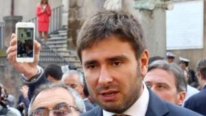 """Alessandro Di Battista: """"Pronto a correre come premier"""""""
