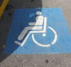 Roma, posto disabili diventa dehor abusivo del ristorante...