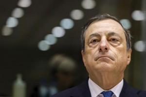 Bce, stime inflazione e Pil su. Draghi: Tassi bassi a lungo