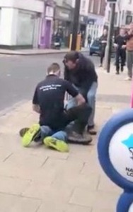Guarda la versione ingrandita di VIDEO YOUTUBE Killer di Poundland schizofrenico e drogato: uccide passante