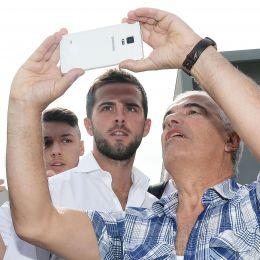 Guarda la versione ingrandita di Calciomercato Juventus, Pjanic è ufficiale fino al 2021 (foto Ansa)
