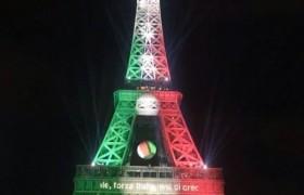 Euro 2016, la Tour Eiffel si tinge del tricolore FOTO