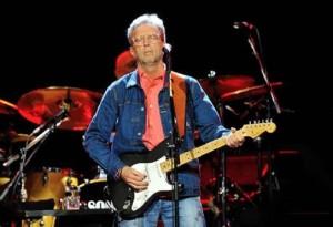 Guarda la versione ingrandita di Eric Clapton forse non suona più: ha una neuropatia che... (foto d'archivio Ansa)