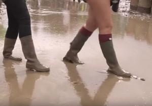 Glastonbury festival: tende di lusso e fango...ricchi e poveri separati