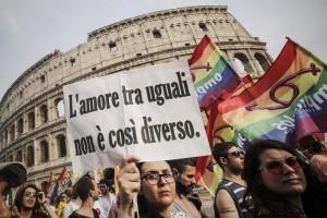 """Gay Pride a Roma, migliaia in piazza: """"Cirinnà non basta"""" 2"""