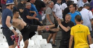 YOUTUBE Hooligans russi, addestramento militare e non li prendono