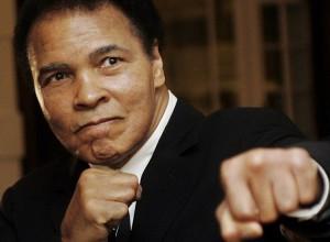 """Muhammad Alì, Mike Tyson: """"Dio si è preso il suo campione"""""""