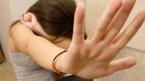Roma, violentano donna incinta dentro una scuola: arrestati