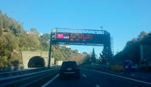 Guarda la versione ingrandita di Incidente in autostrada A10: traffico in tilt tra Varazze e Albisola
