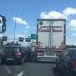 Roma, incidente sul GRA: scontro auto-moto: traffico bloccato