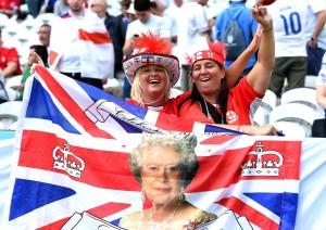 Guarda la versione ingrandita di   Inghilterra-Galles, FOTO tifose: spettacolo sugli spalti (Ansa)
