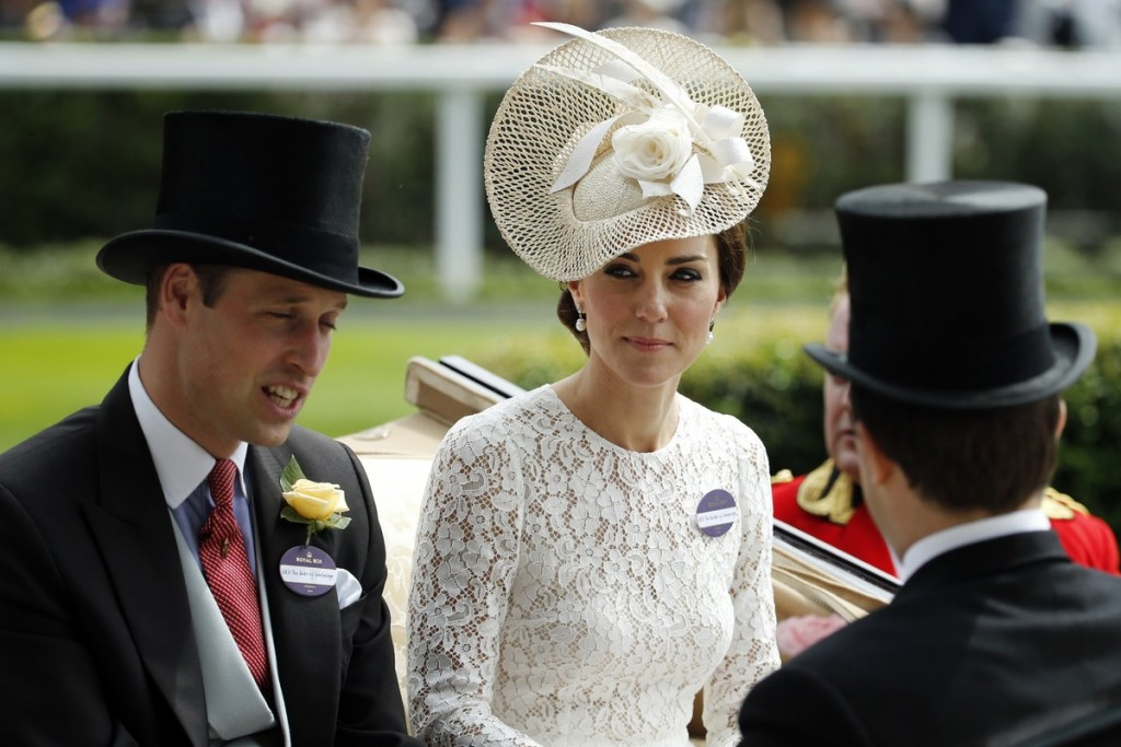 YOUTUBE Kate Middleton ad Ascot in Dolce & Gabbana