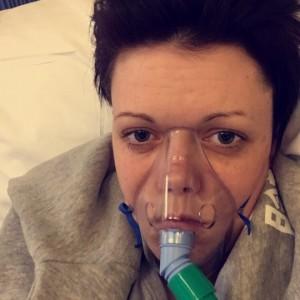 Crema autoabbronzante, reazione allergica: finisce in ospedale