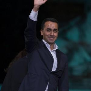"Guarda la versione ingrandita di Renzi ammette botta. Di Maio fa ""ciaone"". Salvini ola a M5S"