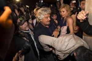 """Grillo: """"Ora vogliamo il governo"""". Ma c'è la paura del complotto"""