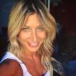 Maddalena Corvaglia al concerto di Vasco Rossi bacchetta il fan distratto... 2
