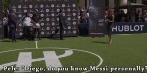 Guarda la versione ingrandita di YOUTUBE Maradona critica Messi, ma il microfono è acceso...