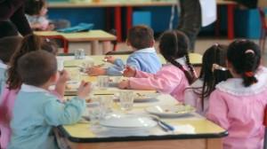 Guarda la versione ingrandita di Civitella (Pescara): escrementi di topo alla mensa dell'asilo