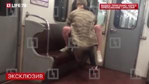 YOUTUBE S***o in metropolitana: coppia filmata dai passeggeri