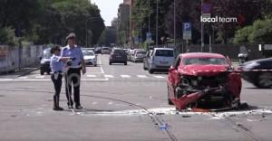 Milano, scontro ambulanza-auto: un morto, 5 feriti