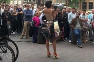 Milo Moirè arrestata, artista si faceva toccare dai passanti a Londra