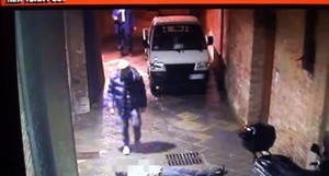 YOUTUBE David Rossi VIDEO CHOC: caduta, poi 2 uomini…