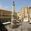 Napoli, Emanuele Pirozzi sale su obelisco, cade e muore 2