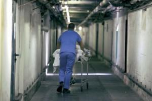 New York, si tocca troppo e muore d'infarto in ospedale