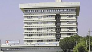 Guarda la versione ingrandita di Taranto, bimbo cade dalle scale di casa: parenti devastano ospedale