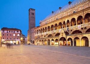 Padova, beccato a fare pipì in strada: condannato a 50 ore di lavori utili