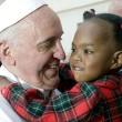 Papa Francesco accoglie da Lesbo altri 9 rifugiati, 2 cristiani