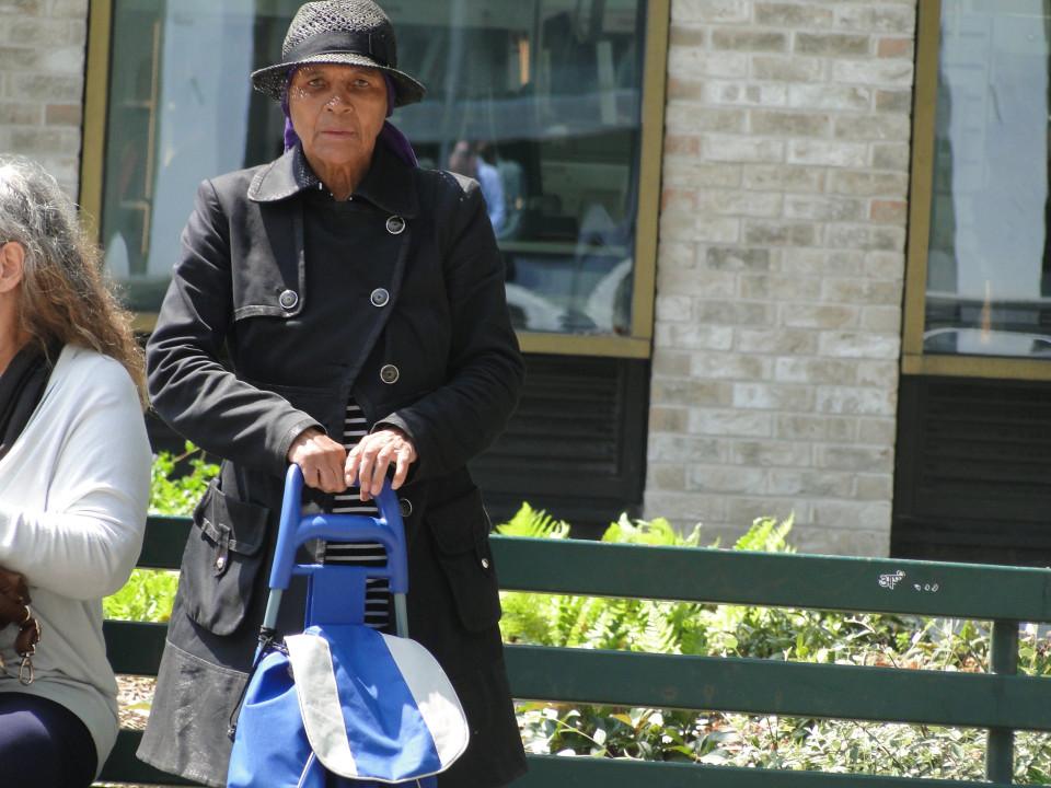 Nonna 79 anni fa sesso al parco col toy boy di 54: arrestati03