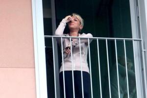 """Francesca Pascale piange in balcone, giornalista Il Giornale: """"Per le foto"""""""
