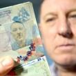 Adolf Hitler sulla foto del passaporto ma...è Stuart Boyd