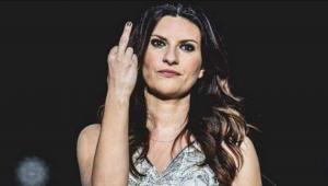 """VIDEO Laura Pausini concerto: dito medio """"a quello str..."""""""