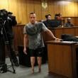 YOUTUBE Oscar Pistorius in Tribunale senza protesi FOTO 3