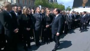 YOUTUBE Francia, poliziotto rifiuta di stringere la mano a Hollande