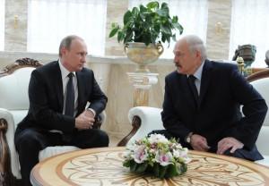 """Putin: """"Dormo poco di notte"""", il microfono è acceso e..."""