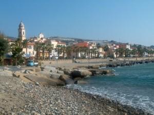 Guarda la versione ingrandita di Riva Ligure, donna muore per un malore in spiaggia