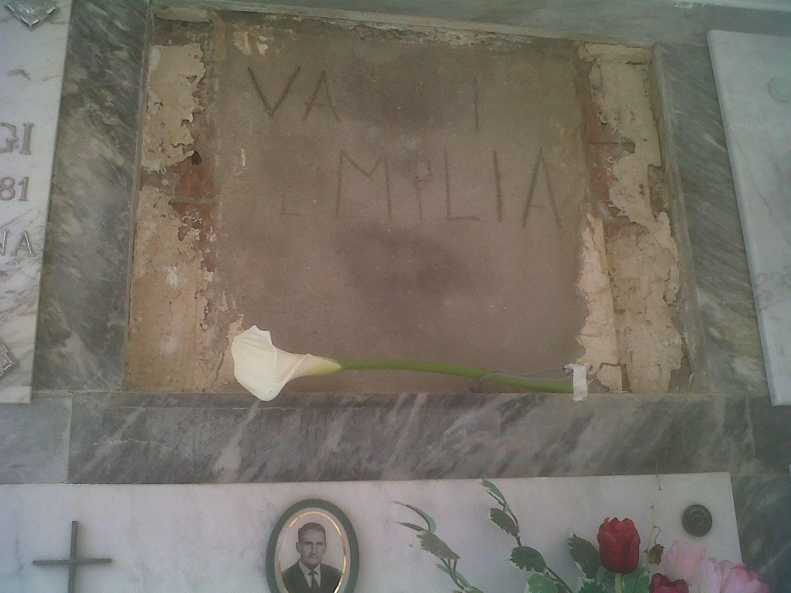 """Roberta Ragusa, mistero tomba senza lapide. Sms: """"Ci sei quasi..."""""""