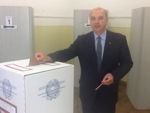 Guarda la versione ingrandita di Comunali Trieste 2016: ballottaggio Dipiazza - Cosolini (foto Ansa)