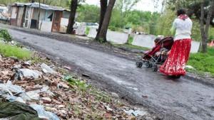 Modena, rom circondano papà e tentano di rapire neonata