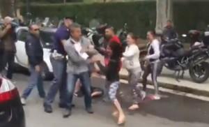 VIDEO YOUTUBE Palermo, sgominata banda. Parenti contro agenti