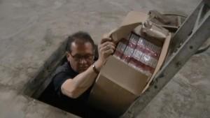 YOUTUBE Scampia, deposito bunker di sigarette di contrabbando
