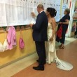 Comunali, tutti al seggio: a Roma in abito da sposi FOTO