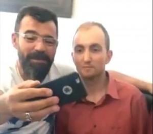 Selfie col serial killer dopo arresto: polizia turca nei guai