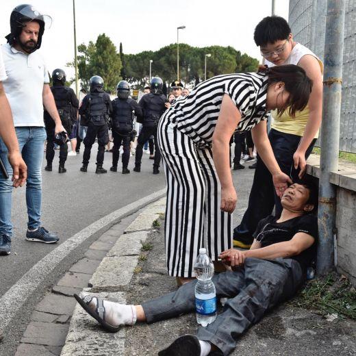 Sesto Fiorentino, lavoratori cinesi in rivolta contro i controlli: cariche e feriti9