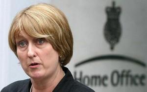 Guarda la versione ingrandita di Gb: spacciatore albanese resta, famiglie lavoratrici espulse (la ministra Jacqui Smith)