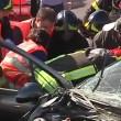 YOUTUBE Taranto, scontro frontale tra 2 auto: morti 5 giovani e un operaio Ilva